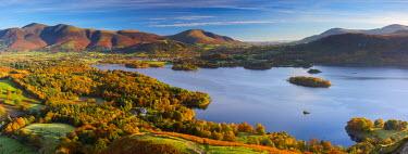 UK08015 UK, England, Cumbria, Lake District, Derwentwater, Skiddaw and Blencathra mountains above Keswick