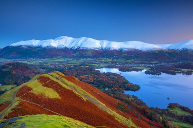 UK08078 UK, England, Cumbria, Lake District, Derwentwater, Skiddaw and Blencathra mountains above Keswick, from Cat Bells