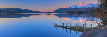 UK08104 UK, England, Cumbria, Lake District, Keswick, Derwentwater, Ashness Jetty, Skiddaw Mountain in background