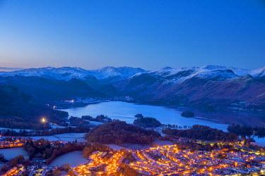 UK08114 UK, England, Cumbria, Lake District, Keswick and Derwentwater at night