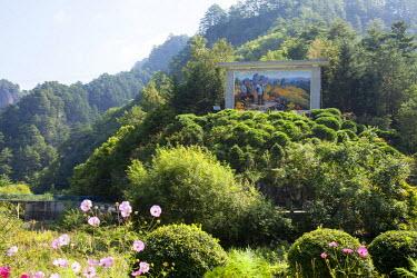 NKO0419 A large mosaic of Kim Jong Il in Inner Chilbo, North Korea