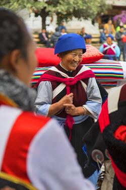 CH10909AW Naxi women wearing traditional clothing, Lijiang (UNESCO World Heritage Site), Yunnan, China