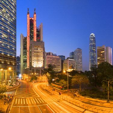 CH11013AW HSBC Building and Chater Garden at dusk, Central, Hong Kong Island, Hong Kong