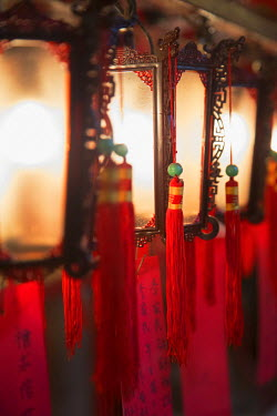 CH11020AW Lanterns at Man Mo Temple, Sheung Wan, Hong Kong Island, Hong Kong, China