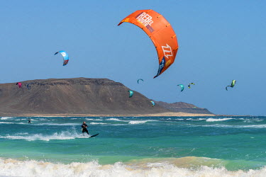 CVE0093AW africa, Cape Verde, Sal. Kitesurfing
