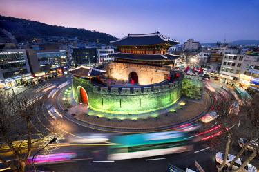 SKO0404AW Paldalmun Gate, southern gate of Hwaseong Fortress, Suwon, Seoul, South Korea