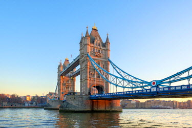 ENG14290AWRF United Kingdom, England, London. Tower Bridge over the River Thames at sunrise.