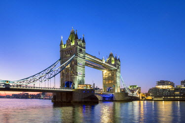 ENG14263AW United Kingdom, England, London. Tower Bridge over the River Thames at dawn.
