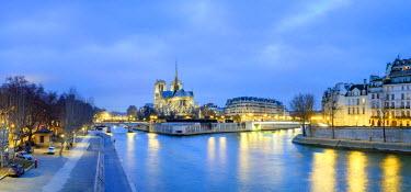 FRA9538AW France, Paris. Cathedrale Notre Dame de Paris, Gothic cathedral on the Seine river at dusk.