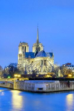 FRA9539AW France, Paris. Cathedrale Notre Dame de Paris, Gothic cathedral on the Seine river at dusk.