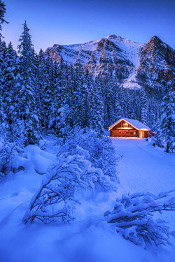 CAN3155AW Cabin in Winter, Lake Louise, Banff National  Park, Alberta, Canada
