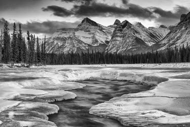 CAN3174AW Athabasca River in Winter, Jasper National Park, Alberta, Canada