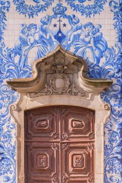 CLKAB53806 The blue and white tiles of the Igreja do Carmo in Porto. Oporto city, Porto district, Portugal, Europe