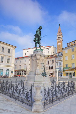 CLKMG53836 Europe, Slovenia, Istria. Tartini Square, Piran with the statue of Giuseppe Tartini