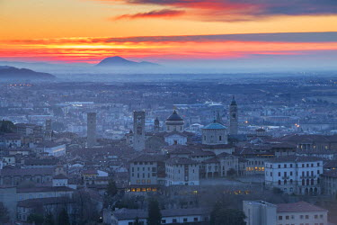 CLKAB53000 Bergamo upper town at dawn. Bergamo Upper Town (Citta Alta), Bergamo province, Lombardy district, Italy, Europe