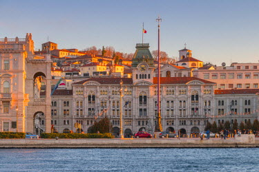 CLKAB55899 The city hall in Unita d'Italia square in Trieste at sunset. Trieste city, Trieste Province, Friuli Venezia Giulia district, Italy, Europe
