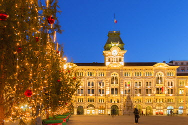 CLKAB55921 The city hall in Unita d'Italia square in Trieste in Christmas time at dusk. Trieste city, Trieste Province, Friuli Venezia Giulia district, Italy, Europe