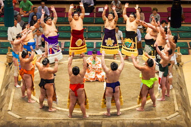 JAP0983AW Entrance ceremony of a Sumo tournament, Ryogoku Kokugikan, Tokyo, Japan