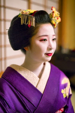 JAP1007AW Portrait of Maiko Tanefumi, Gion district, Kyoto, Japan