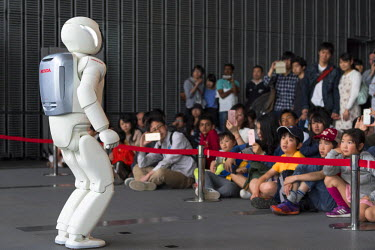 JAP1038AW Asimo robot at the National Museum of Emerging Science and Innovation (Miraikan), Odaiba, Tokyo, Japan