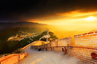 CH11203AW China, Beijing, Great wall of Badaling, sunset on the great wall