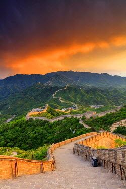 CH11206AW China, Beijing, Great wall of Badaling, sunset on the great wall