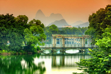 CH11299AW China, Guangxi province, Guilin, old traditional bridge at dawn