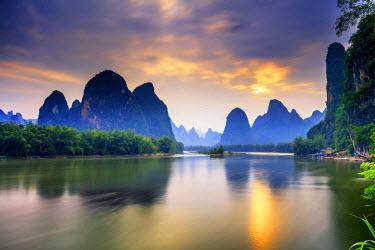 CH11325AW China, Guangxi province, Xingping village along River Li