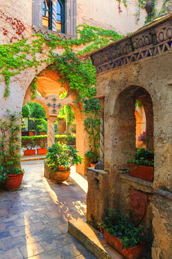 ITA9958AW Italy, Amalfi Coast, Ravello, Villa Rufolo. Cloister