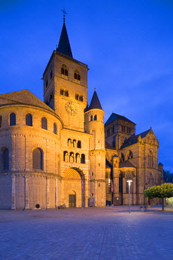 GER9301AW St Peter's Cathedral (UNESCO World Heritage Site), Trier, Rhineland-Palatinate, Germany
