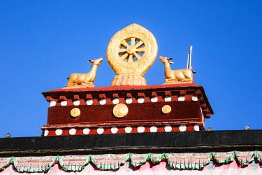 TIB0221AWRF The golden wheel of Dharma, Jokang  Lhasa, Tibet