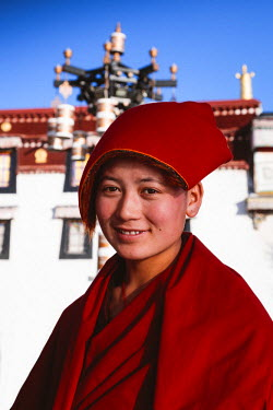 TIB0176AW Buddhist nun, Lhasa, Tibet, China