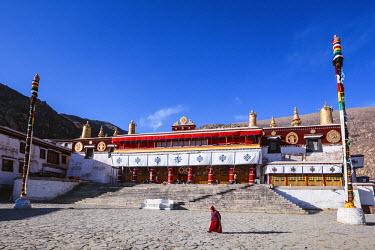 TIB0184AW Monk in front of Drepung monastery, Lhasa, Tibet, China