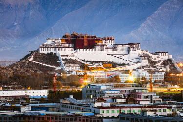 TIB0185AW Famous Potala palace, Lhasa, Tibet, China