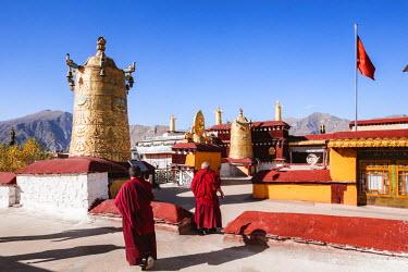 TIB0188AW Monks inside Jokang temple, Lhasa, Tibet, China