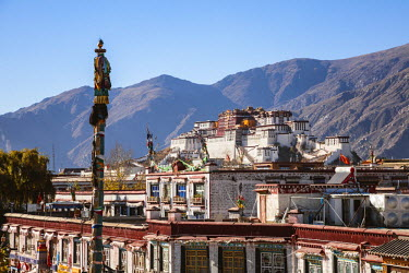 TIB0192AW Elevated view of Barkhor square and Potala palace, Lhasa, Tibet