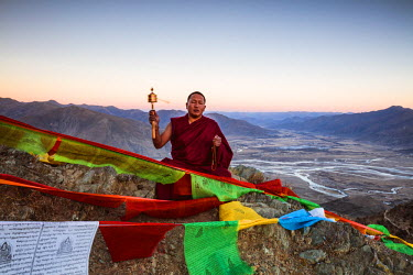 TIB0193AW Buddhist monk praying on a mountain near Ganden, Tibet, China (MODEL RELEASED)