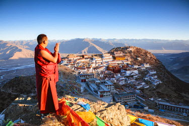 TIB0195AW Buddhist monk praying in front of Ganden monastery, Tibet, China (MODEL RELEASED)