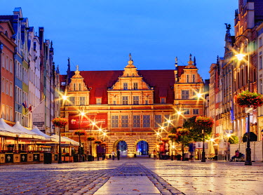 POL1706AW Poland, Pomeranian Voivodeship, Gdansk, Old Town, Long Market and Green Gate at twilight