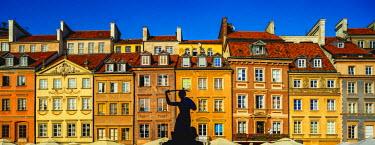 POL1762AW Poland, Masovian Voivodeship, Warsaw, Old Town Market Place, The Warsaw Mermaid