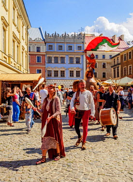 POL1796AW Poland, Lublin Voivodeship, City of Lublin, Old Town, Copper Hen during the Jagiellonian Fair