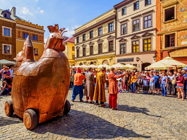 POL1797AW Poland, Lublin Voivodeship, City of Lublin, Old Town, Copper Hen during the Jagiellonian Fair