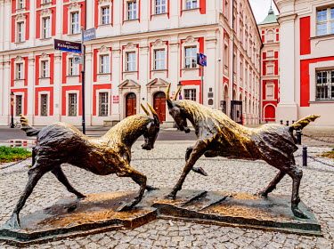 POL1841AW Poland, Greater Poland, Poznan, Old Town, Sculpture of Goats in front of the Former Jesuit College