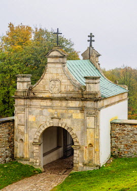POL1867AW Poland, Swietokrzyskie Voivodeship, Swietokrzyskie Mountains, Lysa Gora, Gate to the Holy Cross Benedictine Monastery