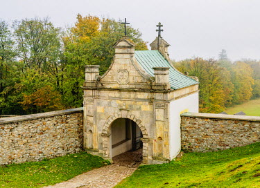 POL1868AW Poland, Swietokrzyskie Voivodeship, Swietokrzyskie Mountains, Lysa Gora, Gate to the Holy Cross Benedictine Monastery