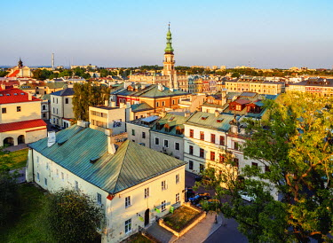 POL1961AW Poland, Lublin Voivodeship, Zamosc, Elevated view of the Old Town with City Hall