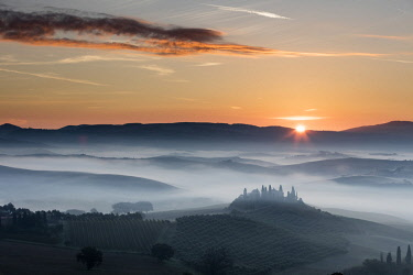 ITA10139AW Belvedere and landscape, Val d'Orcia, Tuscany, Italy