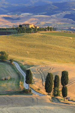 """IT332RF Italy, Tuscany, San Quirico D'Orcia, Terrapille Farmhouse (featured in """"The Gladiator"""" motion picture)"""