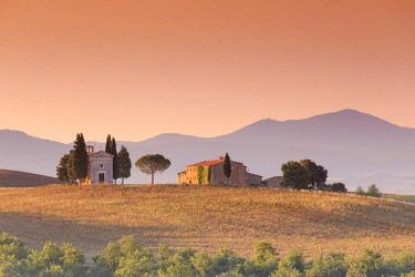 IT06694 Italy, Tuscany, San Quirico D'Orcia, Chapel of Vitaleta