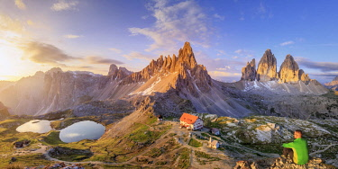 IT06729 Italy, South Tyrol, Bolzano, Paterno Peak and Tre Cime di Lavaredo and Locatelli hut (MR)